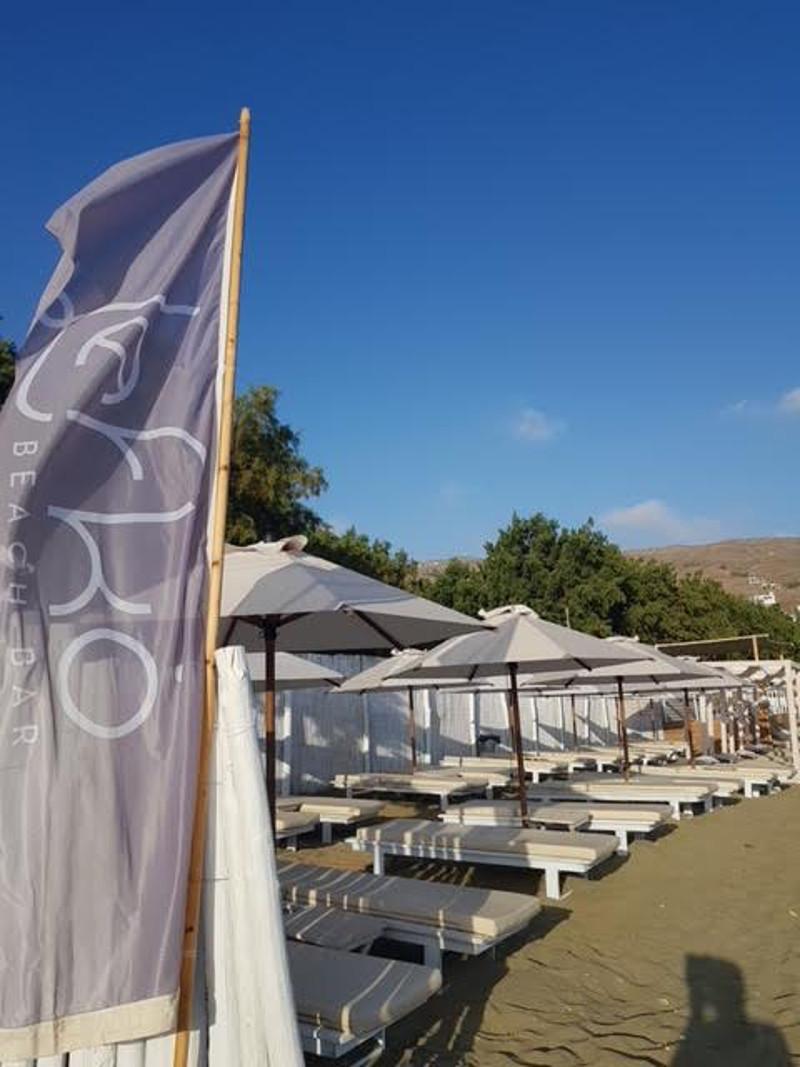 Το Lefko υποδέχεται το καλοκαίρι στην Τήνο.