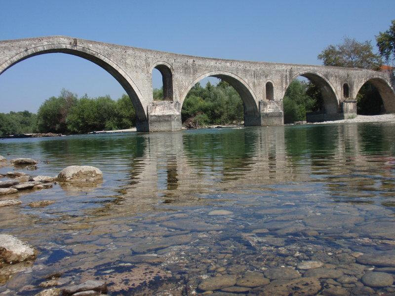 Το γεφύρι της Αρτας σήμερα, ένα πετρόκτιστο αριστούργημα