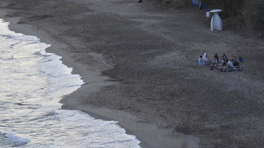 Ανοιξιάτικο δειλινό στην παραλία του Τολού -Φωτογραφία: Eurokinissi-ΠΑΠΑΔΟΠΟΥΛΟΣ ΒΑΣΙΛΗΣ