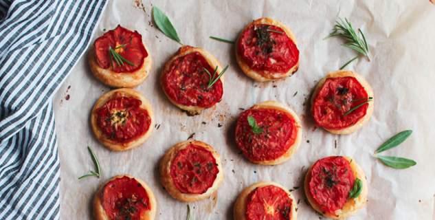 Μικρές τάρτες ντομάτας, για πρώτο πιάτο