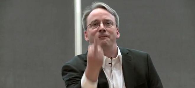 Ο δημιουργός του Linux δείχνει το δάχτυλο στην εταιρεία κολοσσό