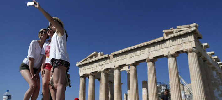 Ξένα ΜΜΕ: Δεν φταίνε οι τουρίστες που η Ελλάδα χρεοκόπησε -Κινδυνεύει με την αύξηση των εισιτηρίων