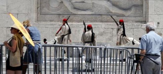 TUI: Οι Γερμανοί τουρίστες στην Ελλάδα, να έχουν μαζί τους μετρητά σε ευρώ