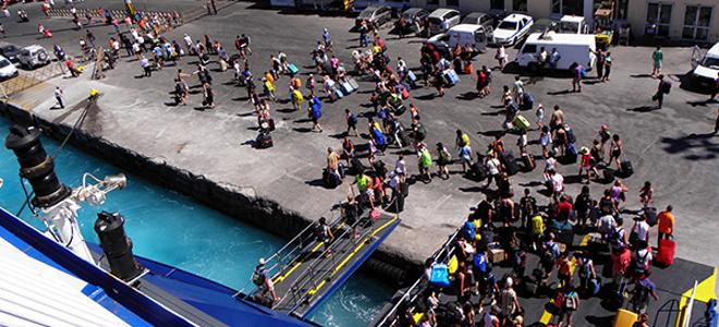 Σπάει τα ρεκόρ σε αφίξεις και έσοδα ο τουρισμός -Στα 13,5 δισ. ευρώ φέτος οι συνολικές εισπράξεις