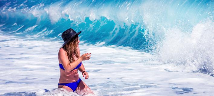 Γυναίκα στην θάλασσα/ Φωτογραφία: Unsplash