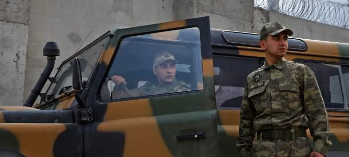 Συρία: Οι σύροι κούρδοι μαχητές θα υπερασπιστούν τα εδάφη τους εναντίον της τουρκικής «μάστιγας»