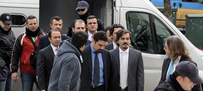 Οι 8 Τούρκοι αξιωματικοί που ζήτησαν άσυλο στην Ελλάδα. Φωτογραφία: Eurokinissi/ Τατιάνα Μπόλαρη