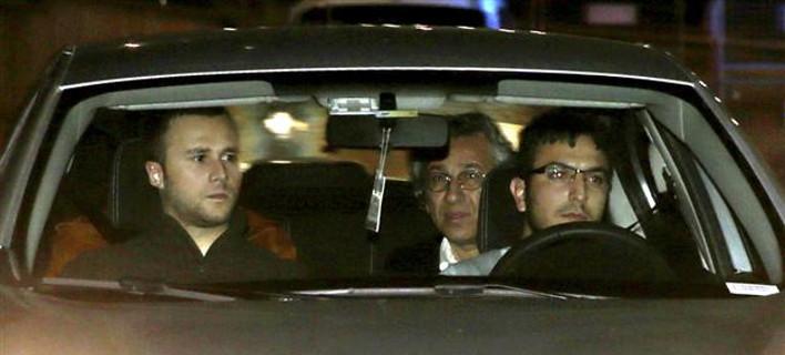 Τουρκία: Συνέλαβαν 2 δημοσιογράφους της Χουριέτ γιατί αποκάλυψαν πως ο Ερντογάν έστελνε όπλα στη Συρία [βίντεο]