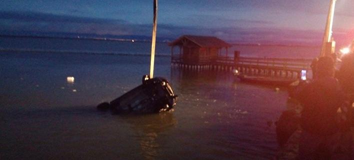 Μεσολόγγι: Αυτοκίνητο παρέσυρε ψαρά και έπεσε στη θάλασσα -Νεκρός ο οδηγός [εικόνα]