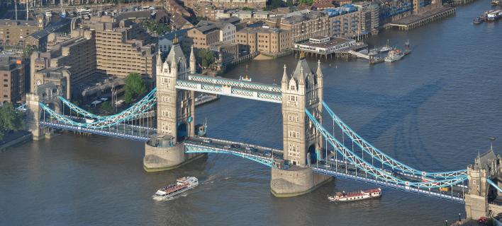FT: Τρύπα δισεκατομμυρίων απειλεί τον βρετανικό προϋπολογισμό