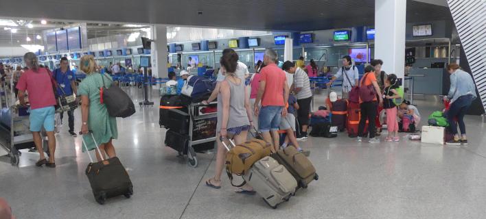 Επιβάτες στο αεροδρόμιο Ελευθέριος Βενιζέλος-Φωτογραφία:Eurokinissi/Γιάννης Παναγόπουλος