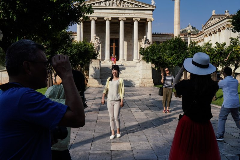 Απαραίτητο το καπέλο για βόλτες και φωτογραφίες στην Πανεπιστημίου