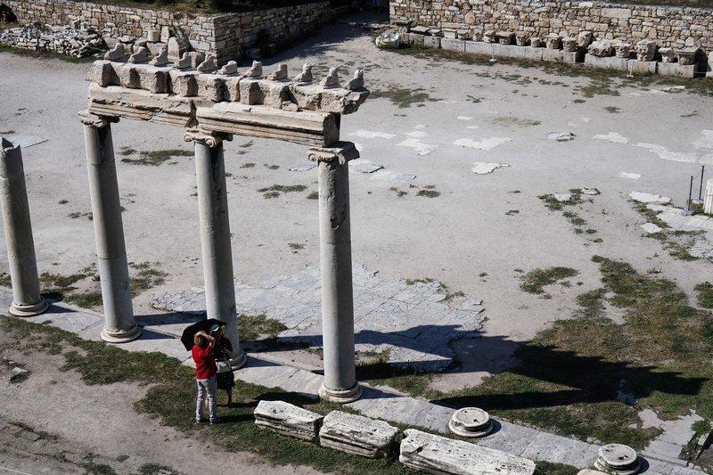 Ποιος νοιάζεται για τον καυτό ήλιο κάτω από τους Στύλους του Ολυμπίου Διός