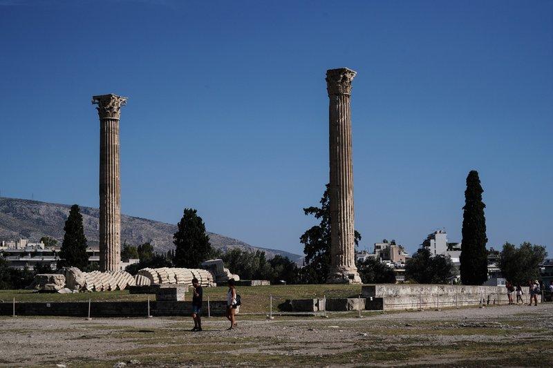 Έκπληκτοι μπροστά στις ελληνικές αρχαιότητες
