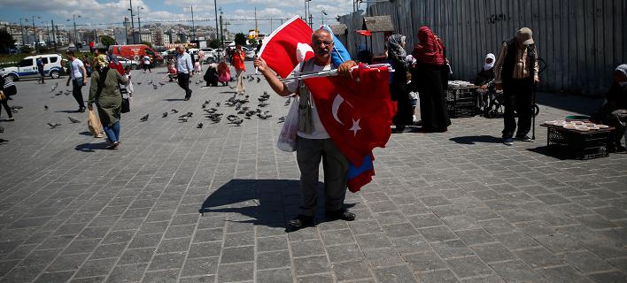 Πλανόδιος πωλητής στην Κωνσταντινούπολη/Φωτογραφία: ΑΡ