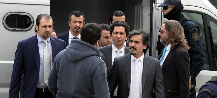 Προκαλεί ξανά η Τουρκία: Η Ελλάδα δεν εκδίδει τους «8» γιατί συμφώνησαν να δώσουν απόρρητες πληροφορίες για τον τουρκικό στρατό