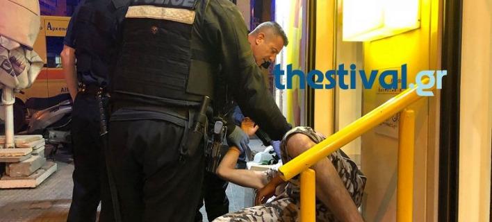 Θεσσαλονίκη: Μάλωσαν και τον μαχαίρωσε στον λαιμό και στο στήθος [βίντεο]