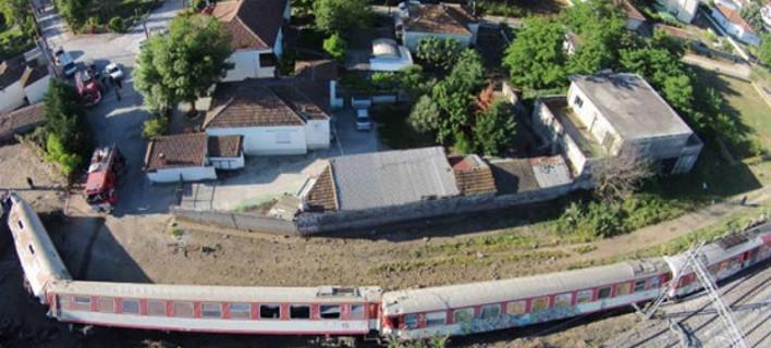 Συγκλονιστικές οι εικόνες της επόμενης ημέρα της τραγωδίας του εκτροχιασμού του τρένου έξω από την Θεσσαλονίκη (VIDEO)