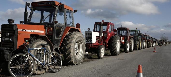 Οι αγρότες ζεσταίνουν τα τρακτέρ -Ετοιμάζονται για μπλόκα και κάθοδο στην Αθήνα