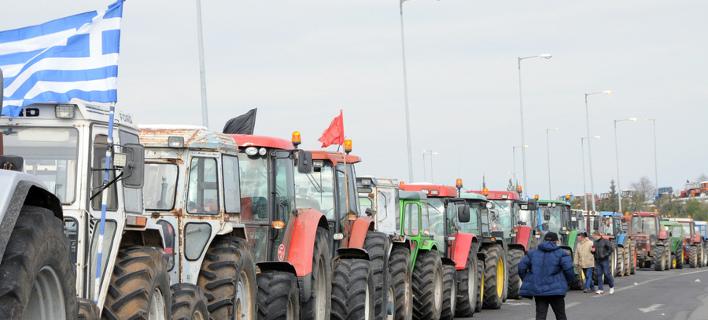 Χιλιάδες αγρότες στα μπλόκα -Σχεδιάζουν να «κόψουν» την Ελλάδα στα δύο