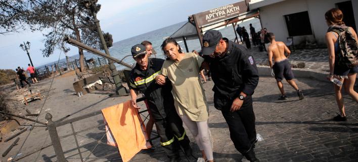 τραυματίες από την πυρκαγιά/Φωτογραφία: IntimeNews/ΣΤΕΦΑΝΟΥ ΣΤΕΛΙΟΣ