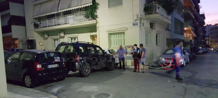 Οδηγός τζιπ στην Πάτρα, παραβίασε στοπ και έπεσε σε 4 σταθμευμένα ΙΧ Φωτογραφίες: patrastimes.gr