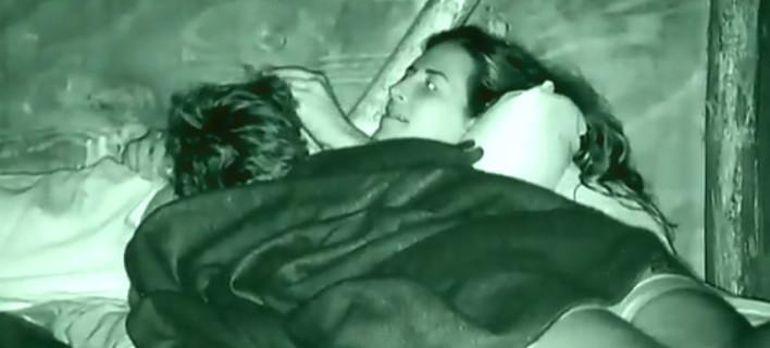 Survivor 2: Η τρυφερή φιλία της Εύης με τον Ηλία -Τα νυχτερινά πλάνα [βίντεο]