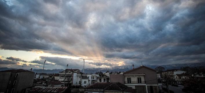 Σύννεφα πάνω από την πόλη των Τρικάλων (Φωτογραφία: EUROKINISSI/ΘΑΝΑΣΗΣ ΚΑΛΛΙΑΡΑΣ)