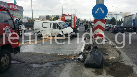 Χάος στην Εθνική Οδό μετά από μετωπική σύγκρουση μικρού φορτηγού με τζιπ
