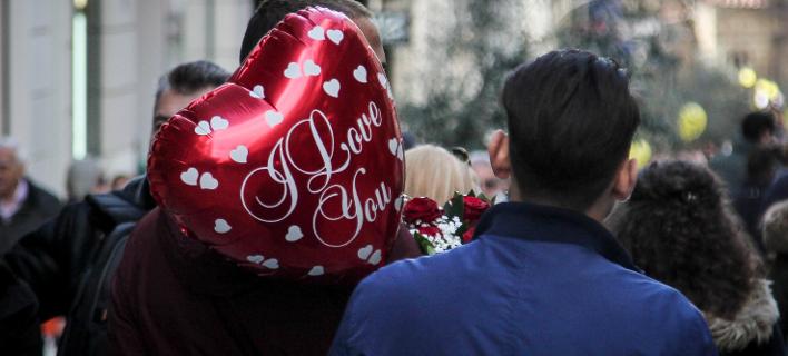 Η συμβουλή της ΕΛ.ΑΣ. στους ερωτευμένους (Φωτογραφία: EUROKINISSI/ΣΩΤΗΡΗΣ ΔΗΜΗΤΡΟΠΟΥΛΟΣ)