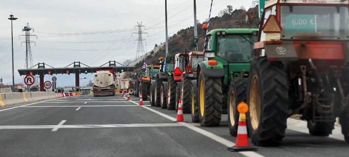 Αγροτικά μπλόκα σε όλη τη χώρα -Σε ποιους δρόμους βγήκαν τα τρακτέρ /Φωτογραφία: Eurokinissi
