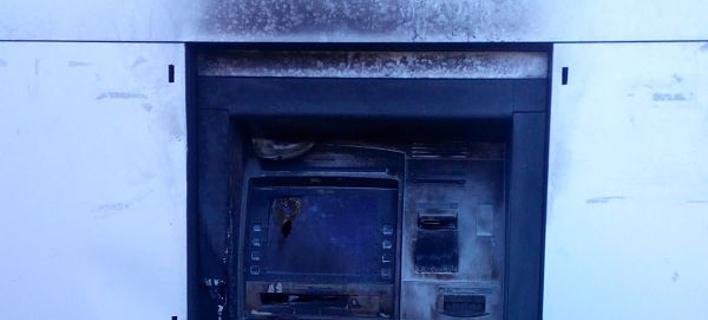 8385769cc8a Ιωάννινα: Αγνωστοι έβαλαν φωτιά σε ATM [εικόνες] | iefimerida.gr