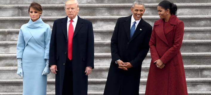 Η viral φωτογραφία των Τραμπ και των Ομπάμα πλάι πλάι που προκαλεί νευρικό γέλιο [εικόνες & βίντεο]