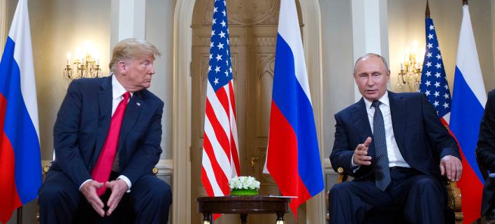 Ο πρόεδρος των ΗΠΑ έκλεισε το μάτι στον Ρώσο ομόλογό του -Φωτογραφία: AP Photo/Pablo Martinez Monsivai