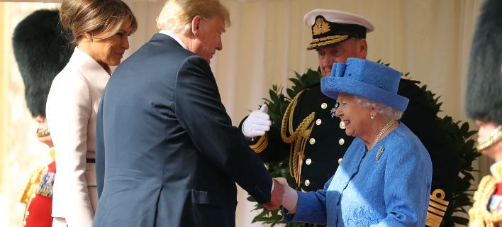Η βασίλισσα Ελισάβετ με τον Αμερικανό Πρόεδρο. Φωτογραφία: AP
