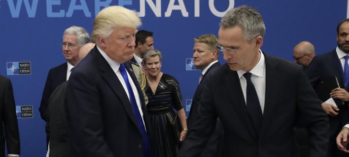 Ο Τραμπ με τον Στόλτενμπεργκ (Φωτογραφία: AP/ Matt Dunham)