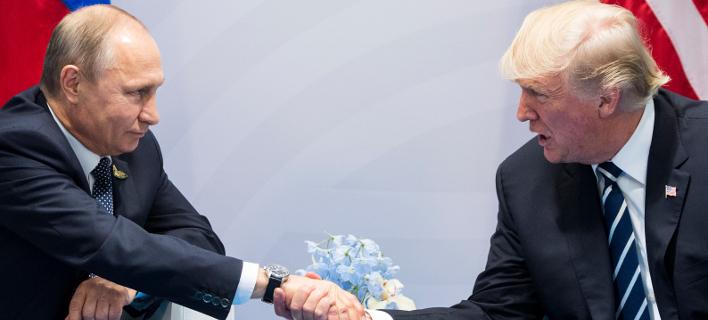Από παλαιότερη συνάντηση Τραμπ-Πούτιν -Φωτογραφία: AP