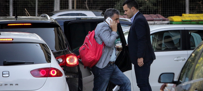 Ο Ευκλείδης Τσακαλώτος μεταβαίνει στην συνάντηση με τους θεσμούς -Φωτογραφία: EUROKINISS/ΓΙΑΝΝΗΣ ΠΑΝΑΓΟΠΟΥΛΟΣ