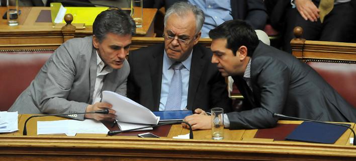 Η κυβέρνηση καταθέτει συμπληρωματικά μέτρα υπό τον φόβο του Grexit [λίστα]