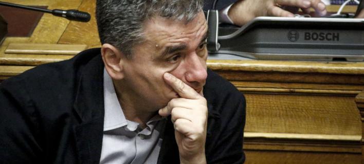 Ο Τσακαλώτος γράφει στη Le Monde: Διαφωνεί με τον Μακρόν σχεδόν σε όλα