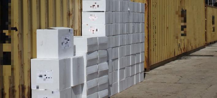 Φορτηγό πλοίο με 24,5 εκατ. λαθραία τσιγάρα κατέσχεσαν οι λιμενικοί στη Σύρο [εικόνες]