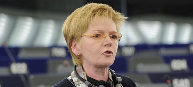 Ακόμη και η πρόεδρος της Ευρωπαϊκής Αριστεράς επιτίθεται στις εφημερίδες «Τα Νέα» και το «Εθνος»