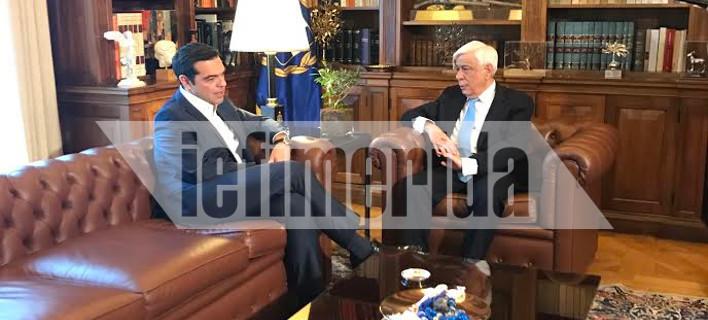 Τσίπρας σε Παυλόπουλο: Καθοριστικό βήμα για έξοδο της χώρας από την κρίση η χθεσινή απόφαση του Eurogroup