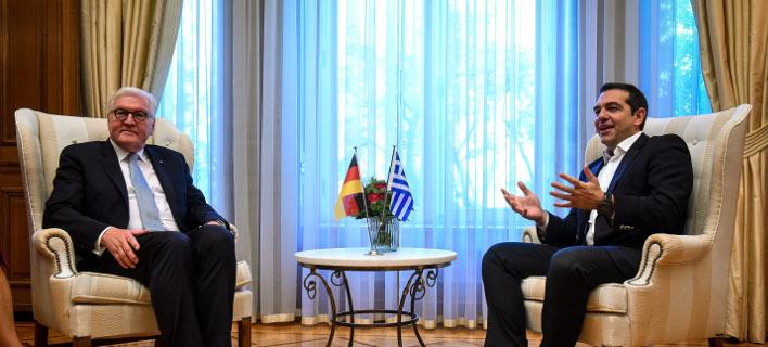 Ο πρωθυπουργός Αλέξης Τσίπρας με τον γερμανό πρόεδρο Σταινμάιερ- φωτογραφία intimenews