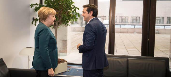 SZ: Τσίπρας και Μέρκελ θα συνομιλούν χωρίς αποτέλεσμα μέχρι να αδειάσουν τα ταμεία στην Ελλάδα