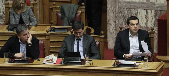 Από αριστερά: Ευκλείδης Τσακαλώτος, Γ.Χουλιαράκης και Αλ. Τσίπρας στη συζήτηση του προϋπολογισμού -Φωτογραφία: Intimenews/ΛΙΑΚΟΣ ΓΙΑΝΝΗΣ
