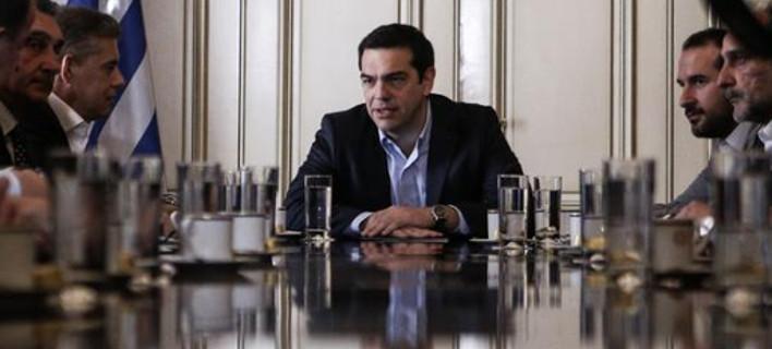 Πρωτοβουλίες Τσίπρα για να ξεπεραστούν τα 5 αγκάθια στη διαπραγμάτευση