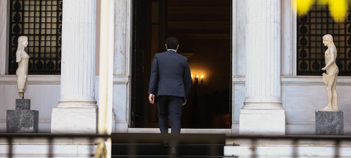 Ο Τσίπρας περιμένει την εκταμίευση της δόσης για να πάει σε ανασχηματισμό και  Συνέδριο