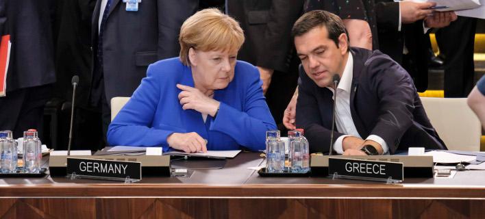 Ανγκελα Μέρκελ και Αλέξης Τσίπρας στη σύνοδο του ΝΑΤΟ -Φωτογραφία αρχείου: Intimenews/ΓτΠ ANDREA BONETTI
