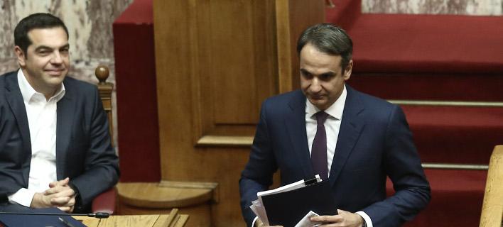 Ο Αλέξης Τσίπρας και ο Κυριάκος Μητσοτάκης στη Βουλή / Φωτογραφία Intimenews